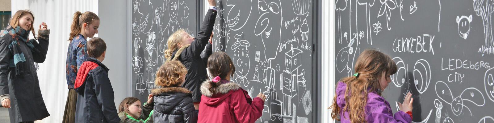 Kinderen in Ledeberg op de hoek van de Driesstraat